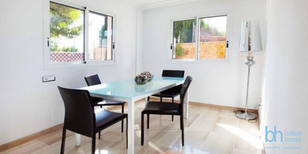 Furnished row house in a school area of Palma